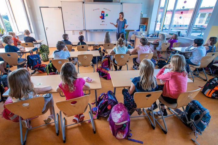 Schülerinnen und Schüler der 3c an einer Schweriner Grundschule: Laut der Kinderkommission sei Kindern in der Krise viel abverlangt worden