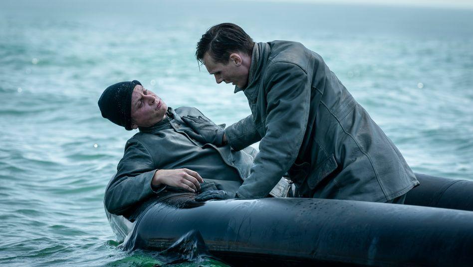 """Ausgesetzt auf hoher See: Rick Okon (rechts) in der zweiten Staffel von """"Das Boot"""""""