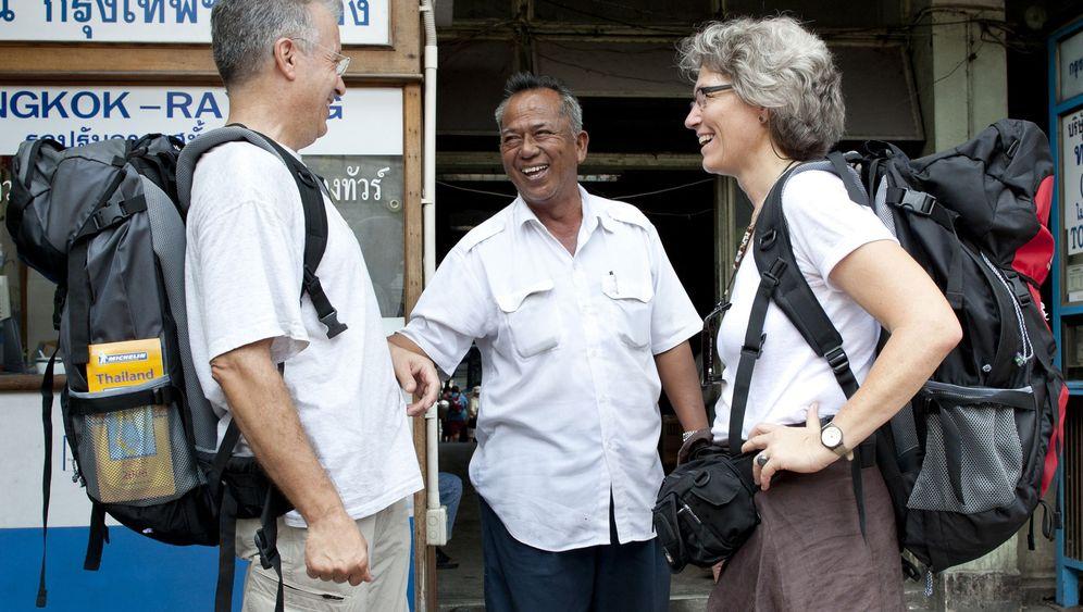 Senioren als Backpacker: Rüstige Rentner auf Rucksackreise