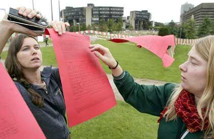 Rote Karte gegen Gebühren: Wütende Studenten in NRW