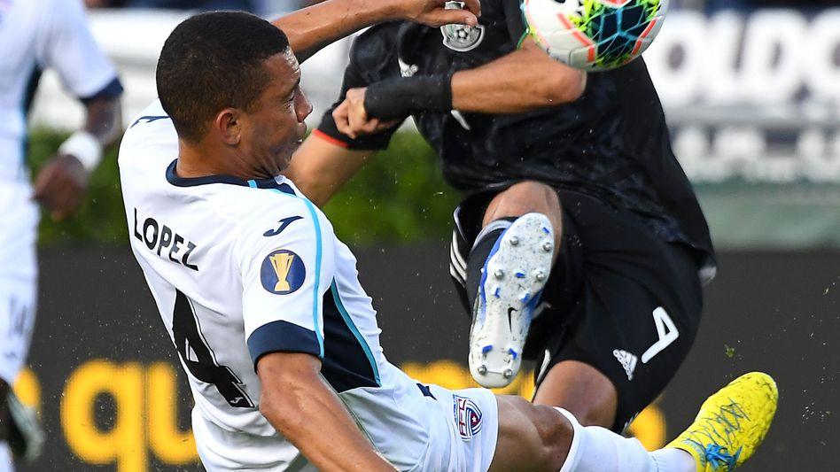 Yasmani López (l.) im Spiel gegen Mexiko
