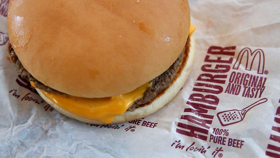 """Cheeseburger von McDonald's: """"Offensichtlich unbeholfen"""""""