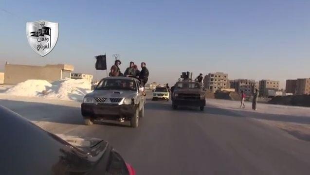 """Kampfeinheit Liwa Owais al-Qarni beim Verlassen von Tabka 2013: """"Den Rest besorgt"""""""