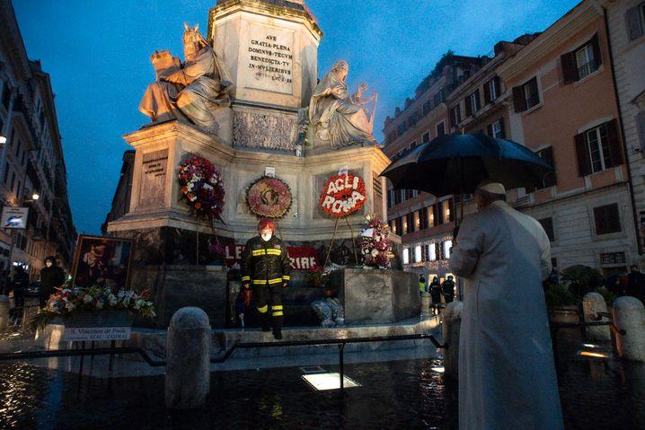 Papst Franziskus habe für Rom, die Bewohner und alle Menschen in der Welt gebetet