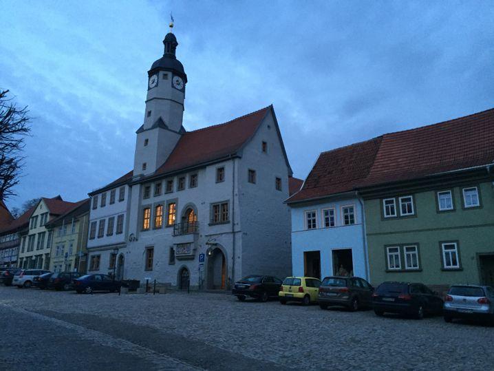 Das Rathaus von Weißensee - und die Braustube rechts daneben