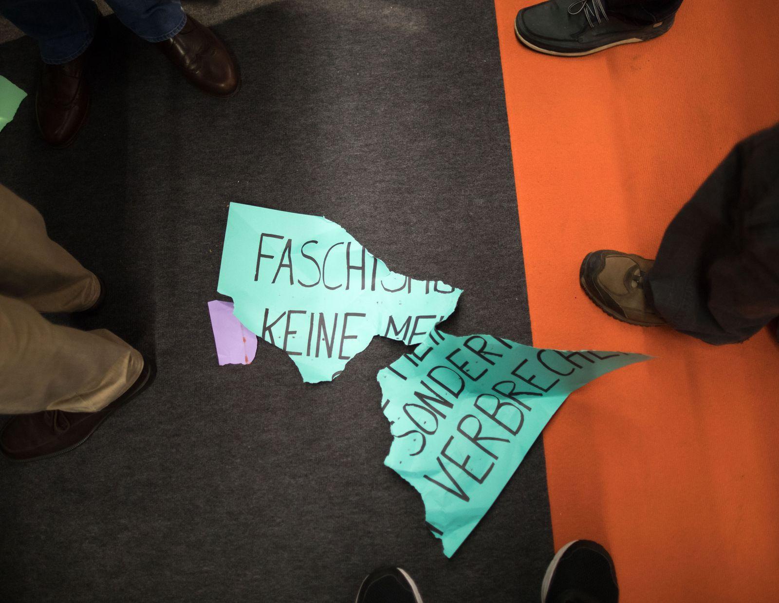 Buchmesse Frankfurt - Protest bei Höcke-Lesung