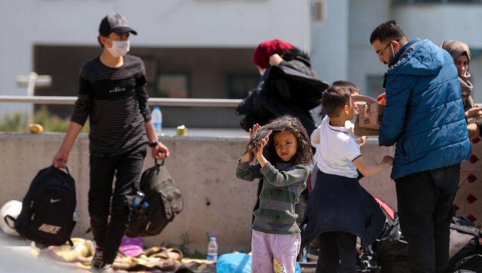 Wochenlange Irrfahrt: Syrische Flüchtlinge in Izmir