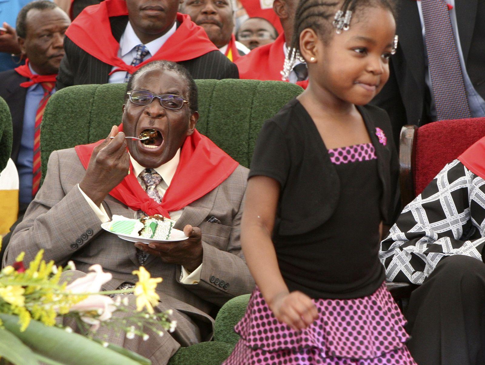 Mugabe isst Kuchen