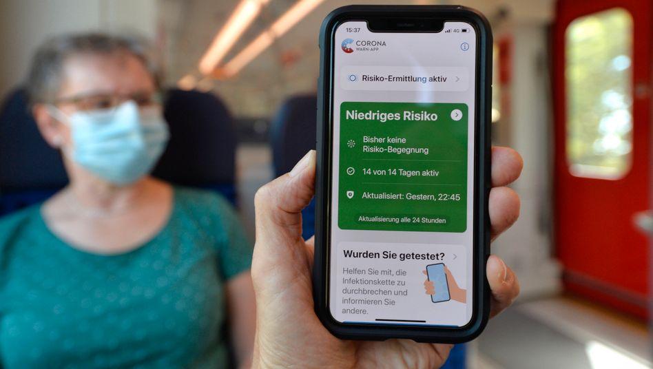 """""""Sicherheitshalber empfehlen wir momentan, die App einmal pro Tag zu öffnen"""": Risikostatus-Anzeige in der deutschen Corona-Warn-App"""