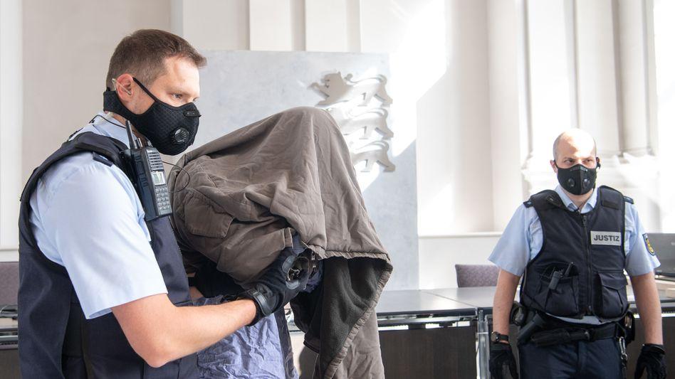 """Angeklagter Adrian S. im Landgericht Ellwangen: """"Ich hätte auf jeden geschossen"""""""