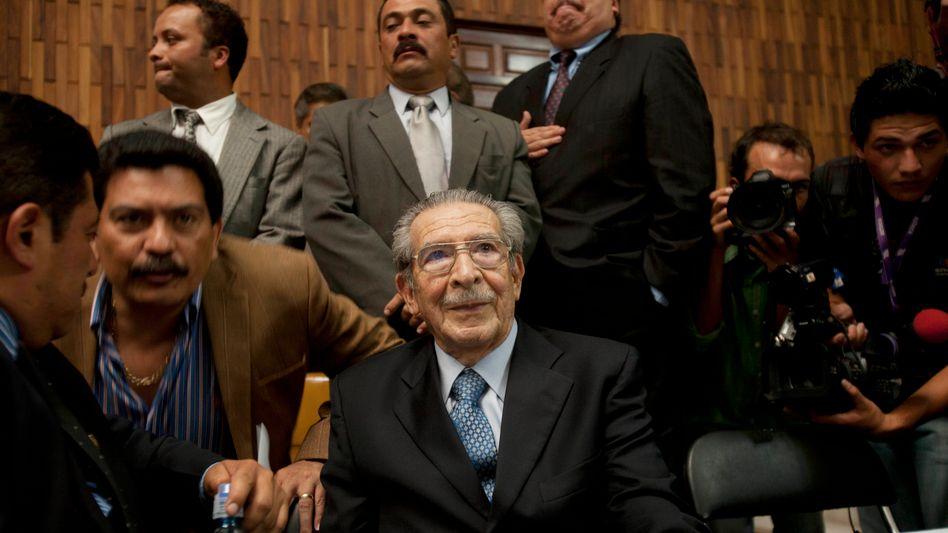 Ex-Machthaber Montt (beim Prozess am 10. Mai): Urteil wegen Verfahrensfehlern aufgehoben