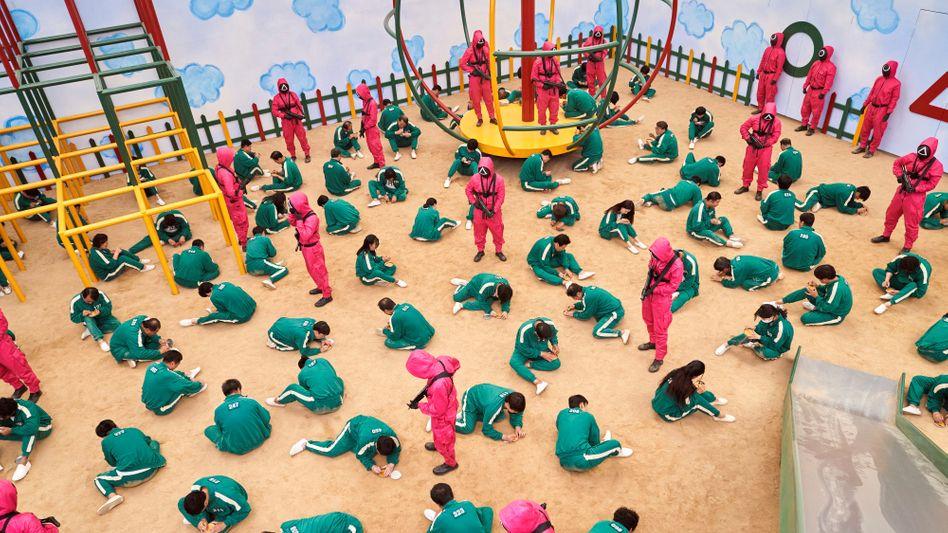 Szene aus »Squid Game«: In der Serie spielen Menschen um Millionen