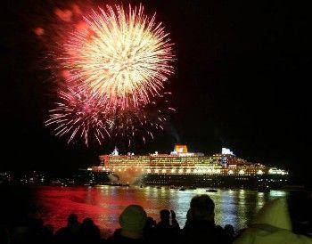 """""""Queen Mary 2"""": Ein Feuerwerk zur Jungfernfahrt"""
