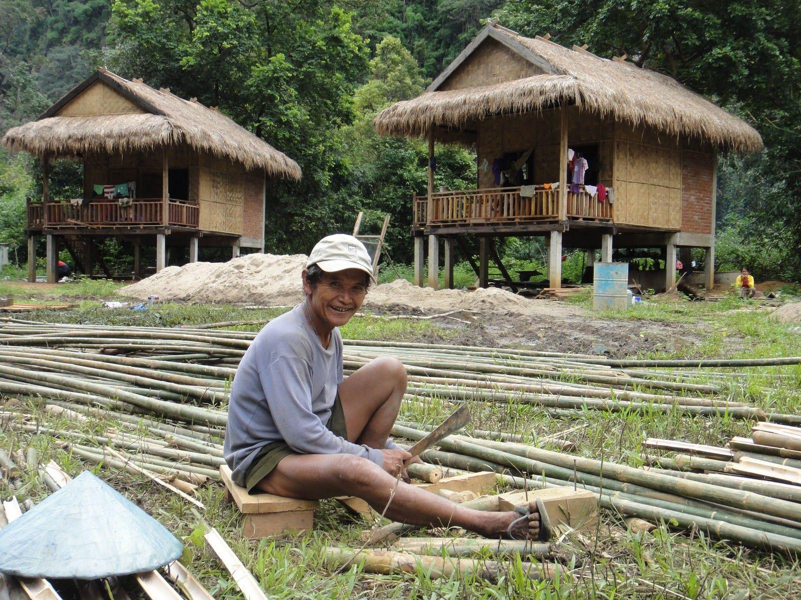 2011-10-12_Die Bauarbeiter sind immer gut gelaunt. Hier der Vater von unserem späteren Kellner Nui