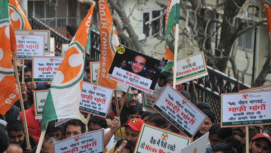 Proteste in Indien nach dem angeblich größten Bankenbetrug der indischen Geschichte