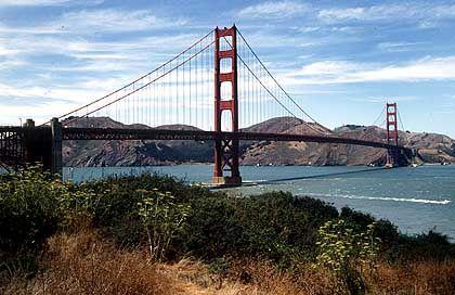 """Die Stahlkonstruktion überspannt die Meeresenge """"Golden Gate"""""""
