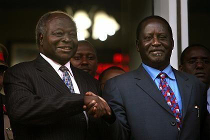 Kontrahenten Kibaki, Odinga: Demonstrativer Handschlag