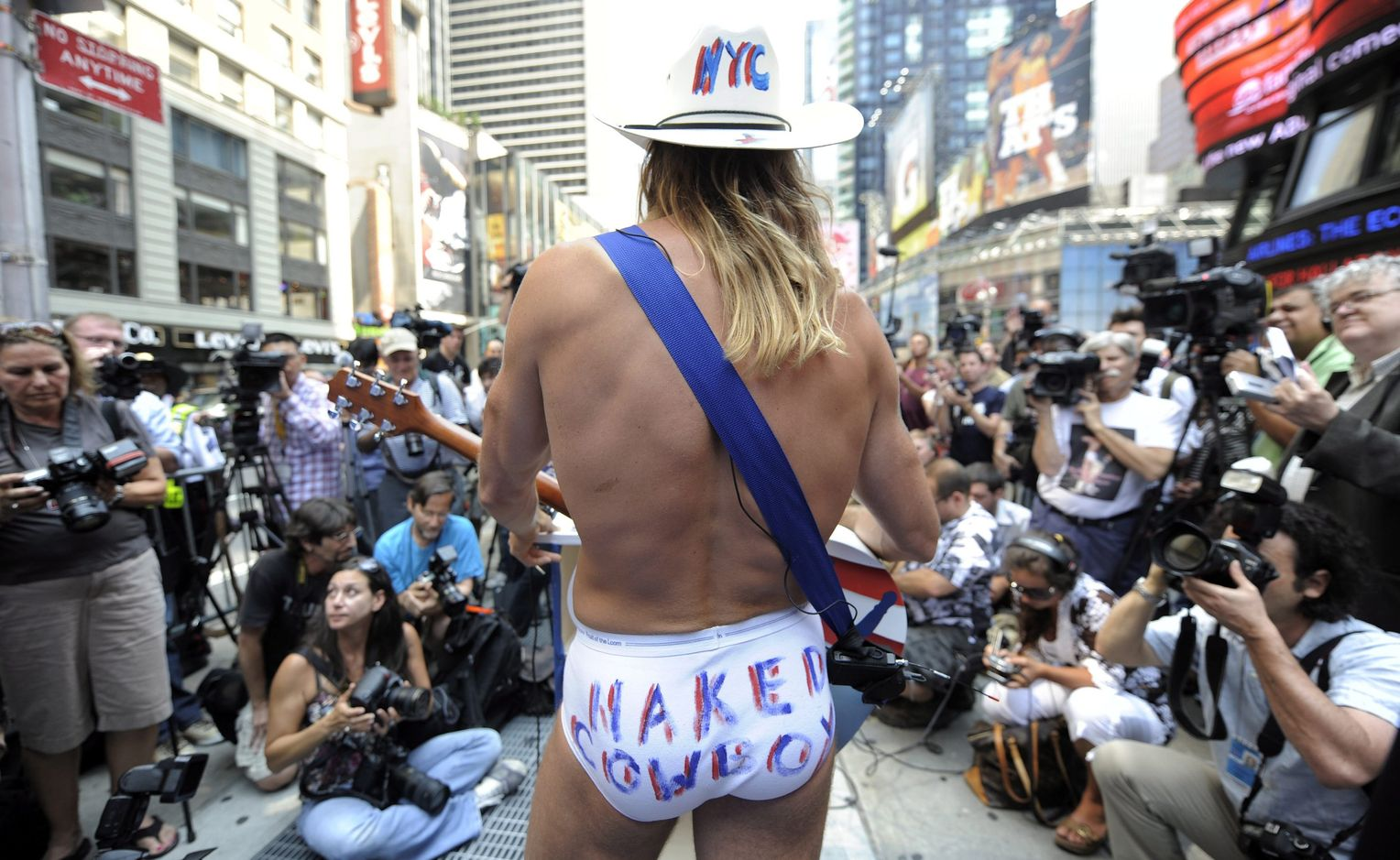Bikini Nude Bei Musikfestival Images