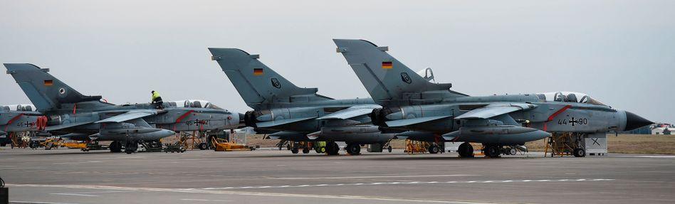 """Deutsche """"Tornados"""" auf dem Stützpunkt Incirlik in der Türkei (Archivfoto)"""