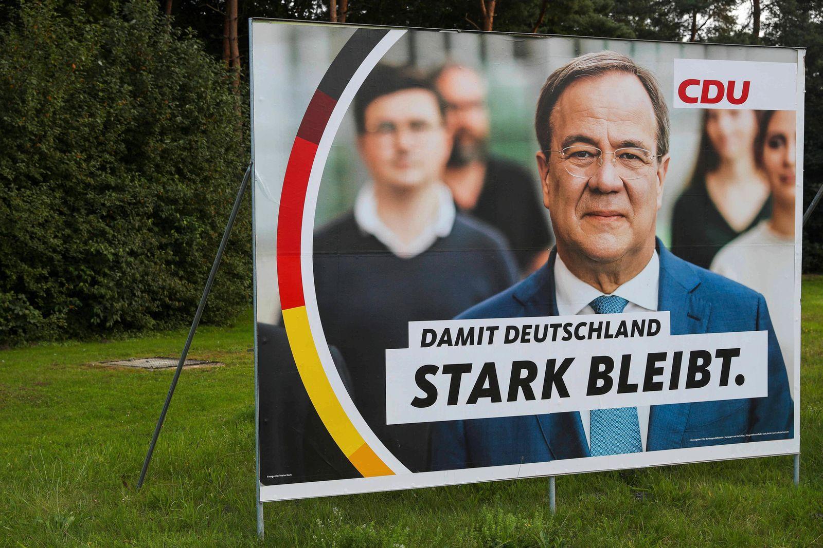 Wahlkampf 2021 - Wahlplakate CDU Plakat - Armin Laschet Foto: osnapix Wahlkampf 2021 - Wahlplakate *** election campaign
