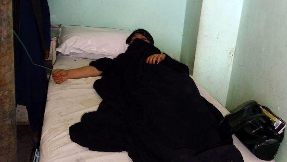 Schülerin im Krankenhaus: Die Mädchen klagen über Schüttelfrost und Übelkeit