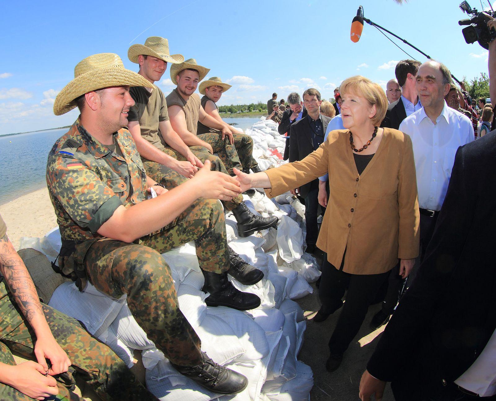 Merkel/ Hochwasser/ Bitterfeld