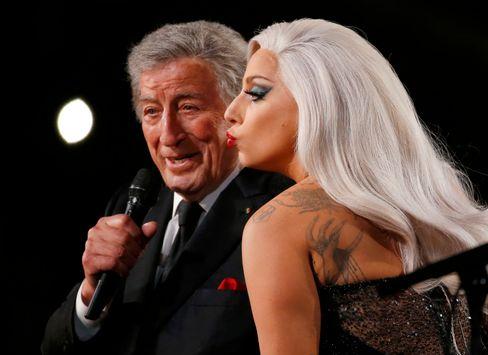Bussi-Cat Gaga (r.), Bennett (l.): Endlich wieder zusammen