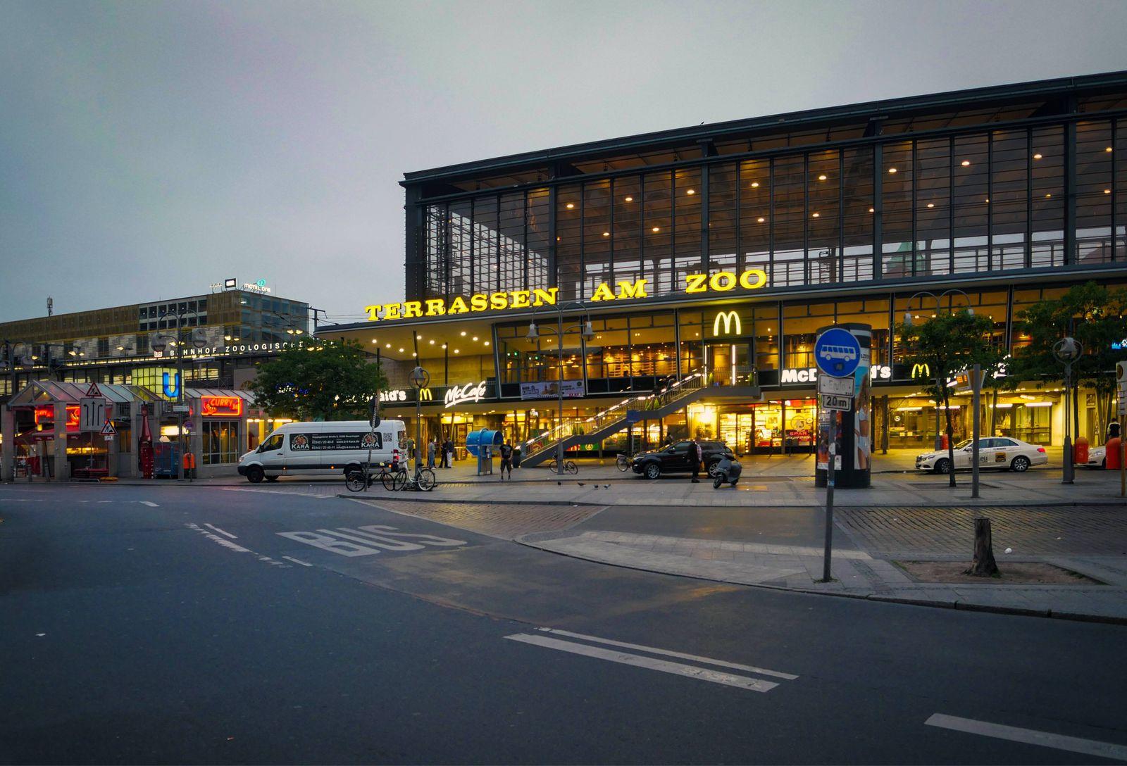 EINMALIGE VERWENDUNG Bahnhof Zoo