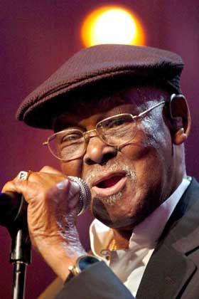 Sänger Ferrer (am 10. Juli 2005 in Montreux): Zum Weltstar in hohem Alter