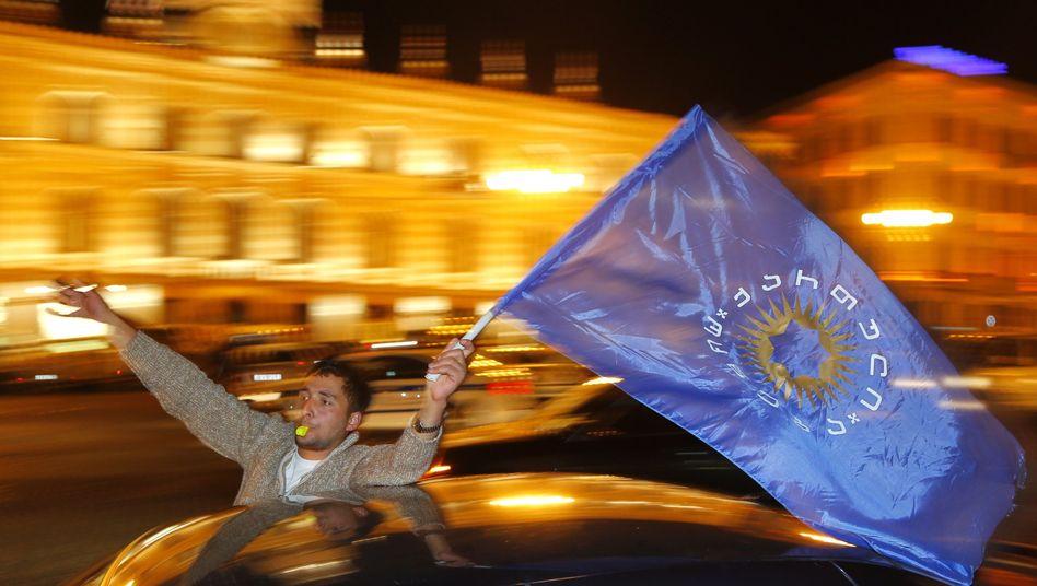 Anhänger des baldigen neuen Präsidenten Georgi Margwelaschwili: Jubel über Sieg des Regierungslagers