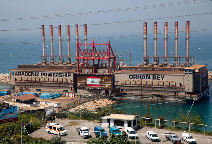 Kraftwerksschiff »Orhan Bey« der türkischen Firma Karadeniz vor der Küste südlich von Beirut