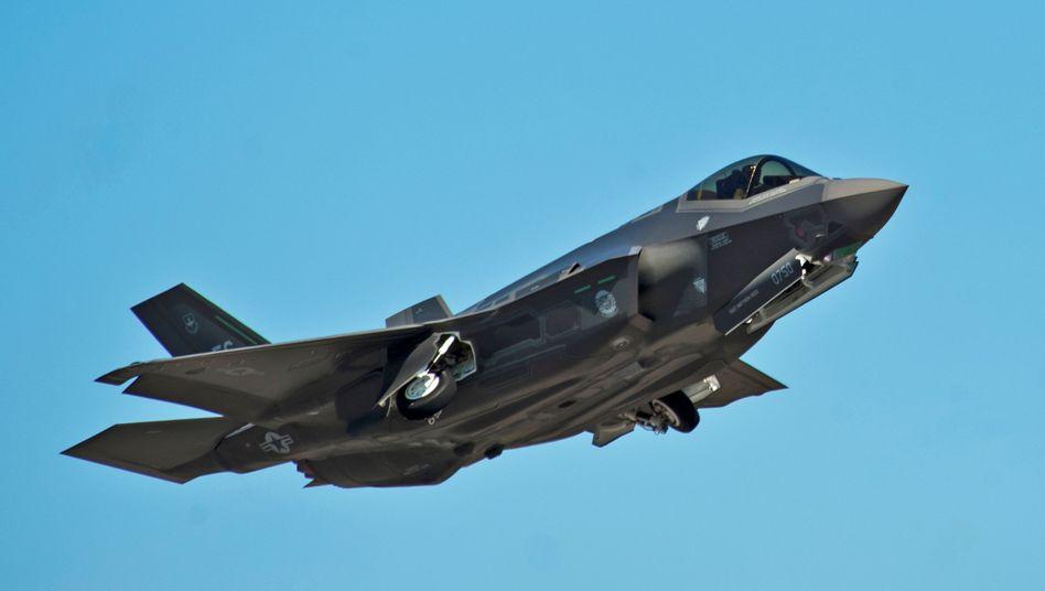 Kampfjet vom Typ F-35 hebt in Florida ab