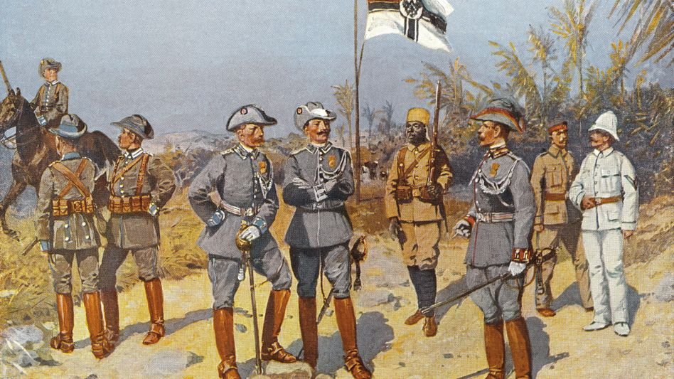 In Herrenmenschenpose: Kolonialsoldaten in Deutsch-Ostafrika (heute Tansania), 1894