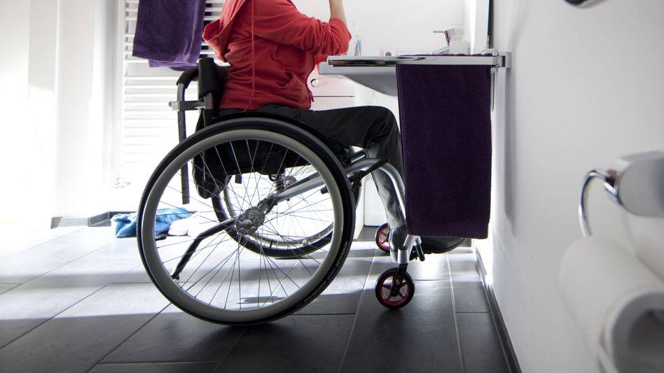 Frau mit Behinderung (Symbolbild)