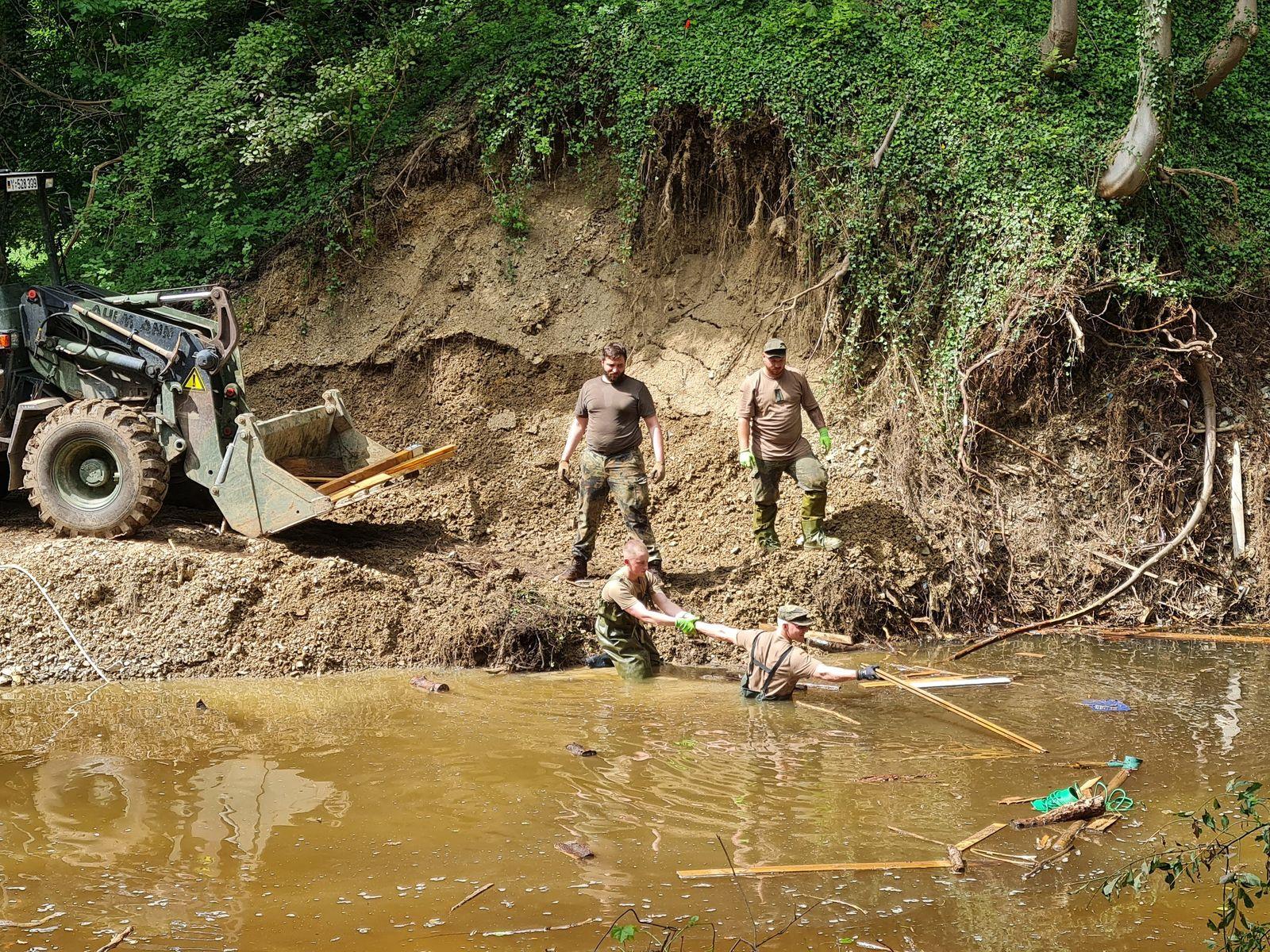 Bundeswehreinsatz in Hochwassergebieten dauert an