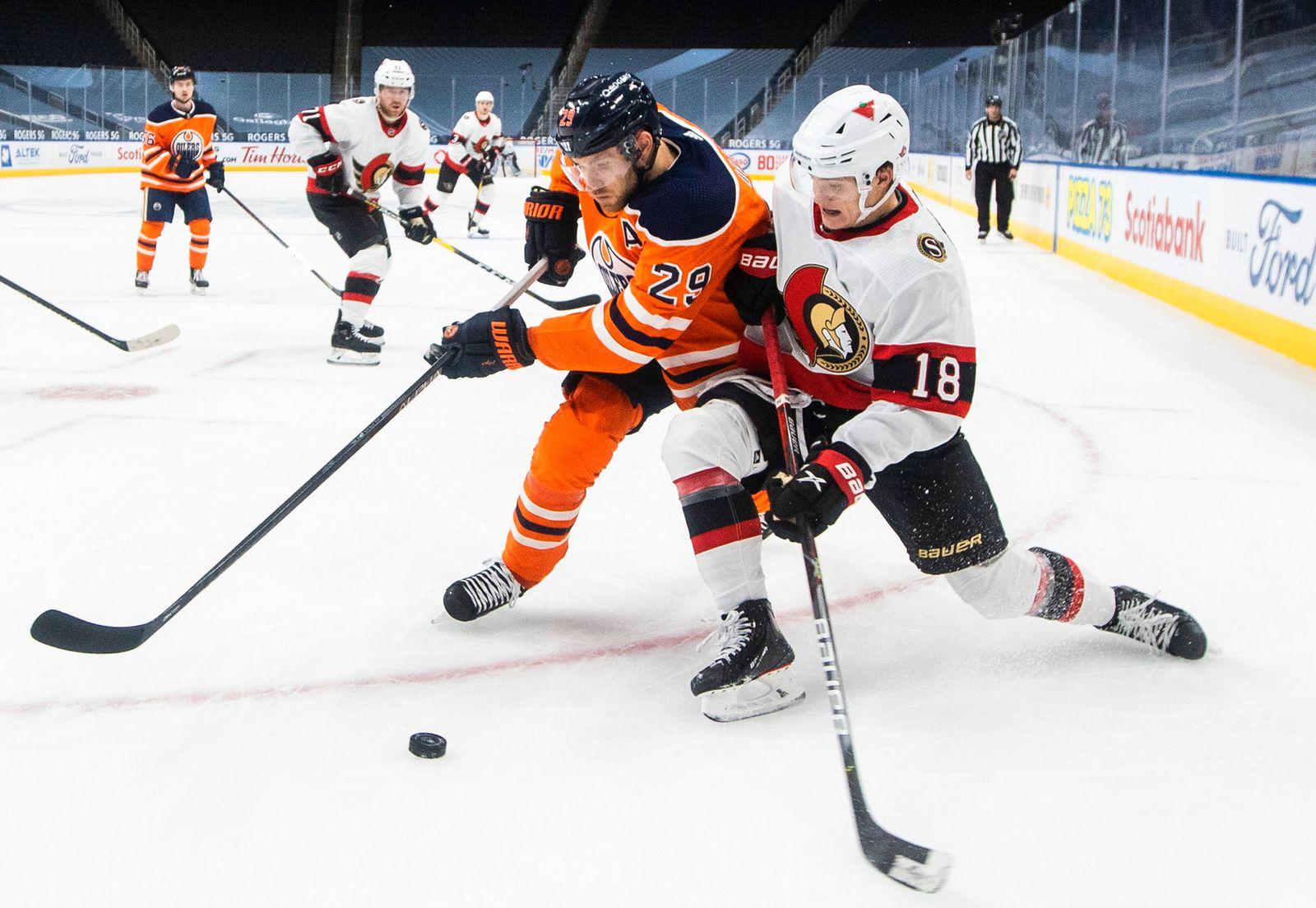 January 31, 2021, Edmonton, ab, Canada: Edmonton Oilers Leon Draisaitl (29) and Ottawa Senators Tim Stuetzle (18) battl
