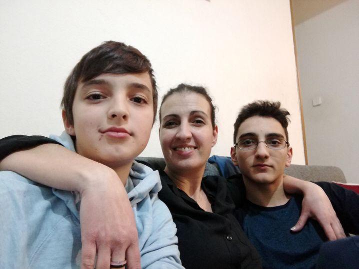 Vicky Varela mit zwei ihrer drei Söhne