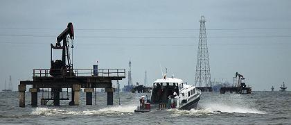Ölfeld im Maracaibo-See, Venezuala: Anders als bei früheren Ölkrisen provoziert der steigende Preis keine Rezession - im Gegenteil