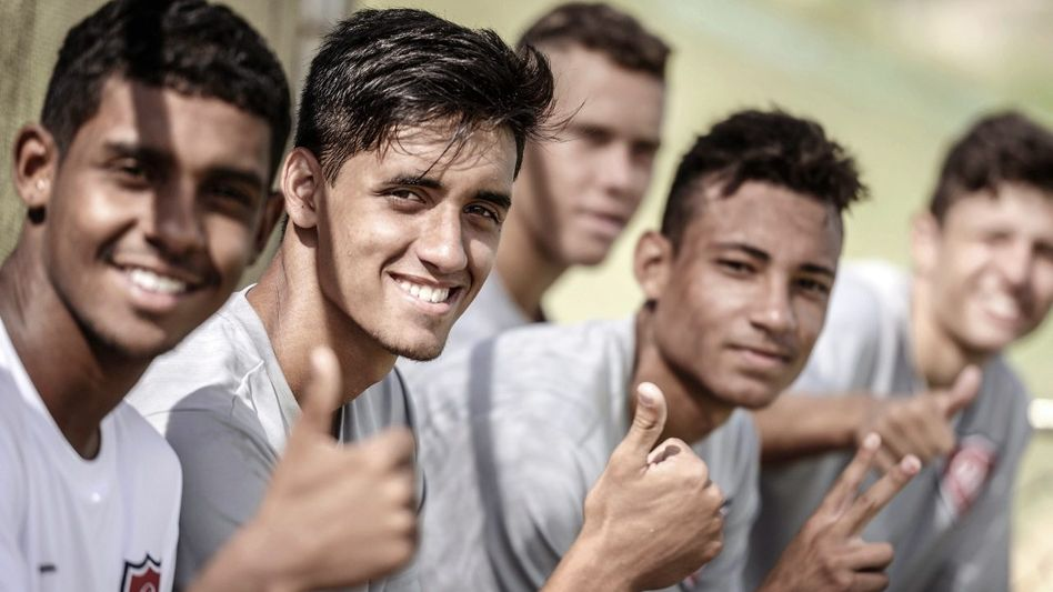 Fußballer der Academia de Futebol in Porto Feliz
