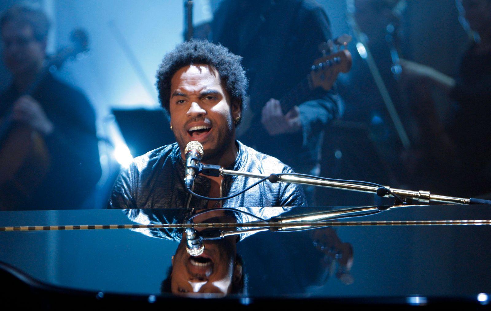 """Musician Kravitz performs during the German TV show """"Wetten dass.in Halle"""