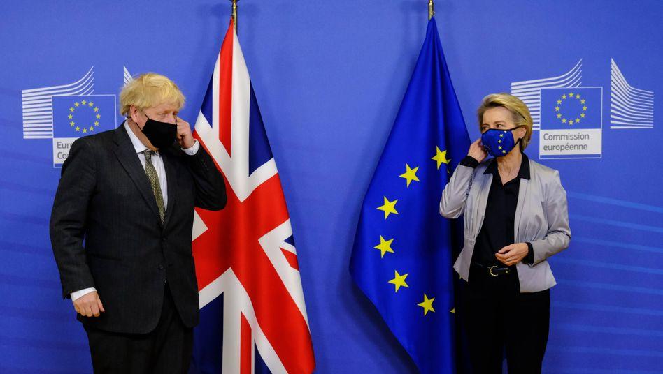 Bitte Abstand halten: Boris Johnson und Ursula von der Leyen