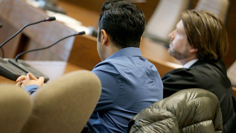 Der Angeklagte im Gerichtssaal: Tempo 100 innerorts