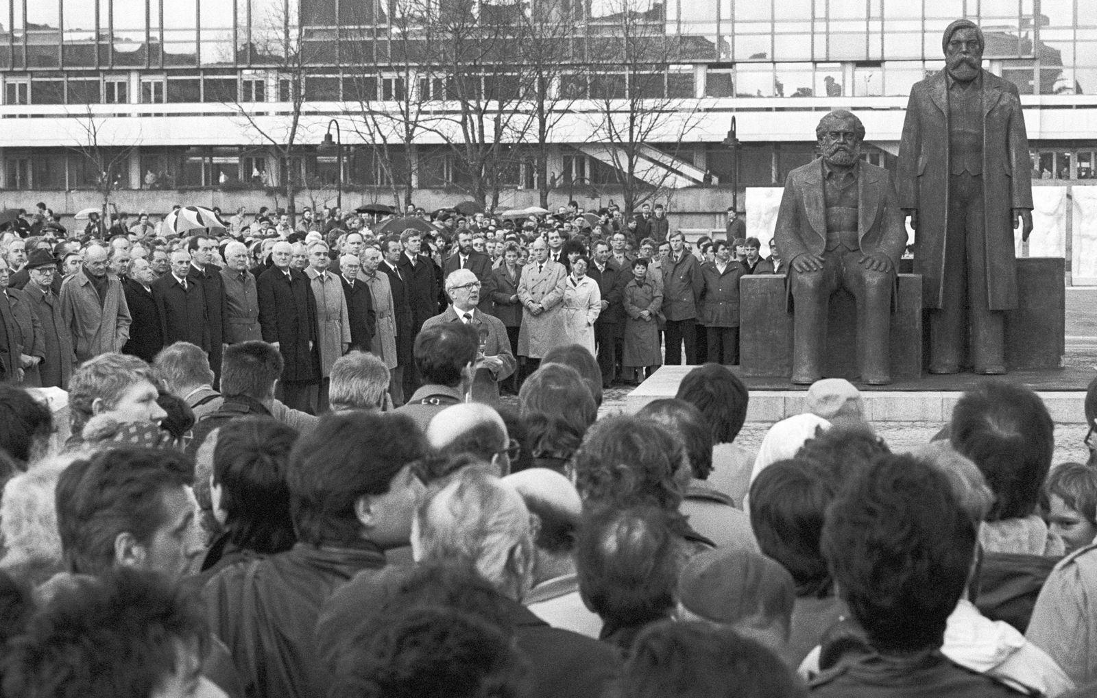 Erich Honecker (SED) bei Einweihung des Marx-Engels Forums in Berlin (Ost)