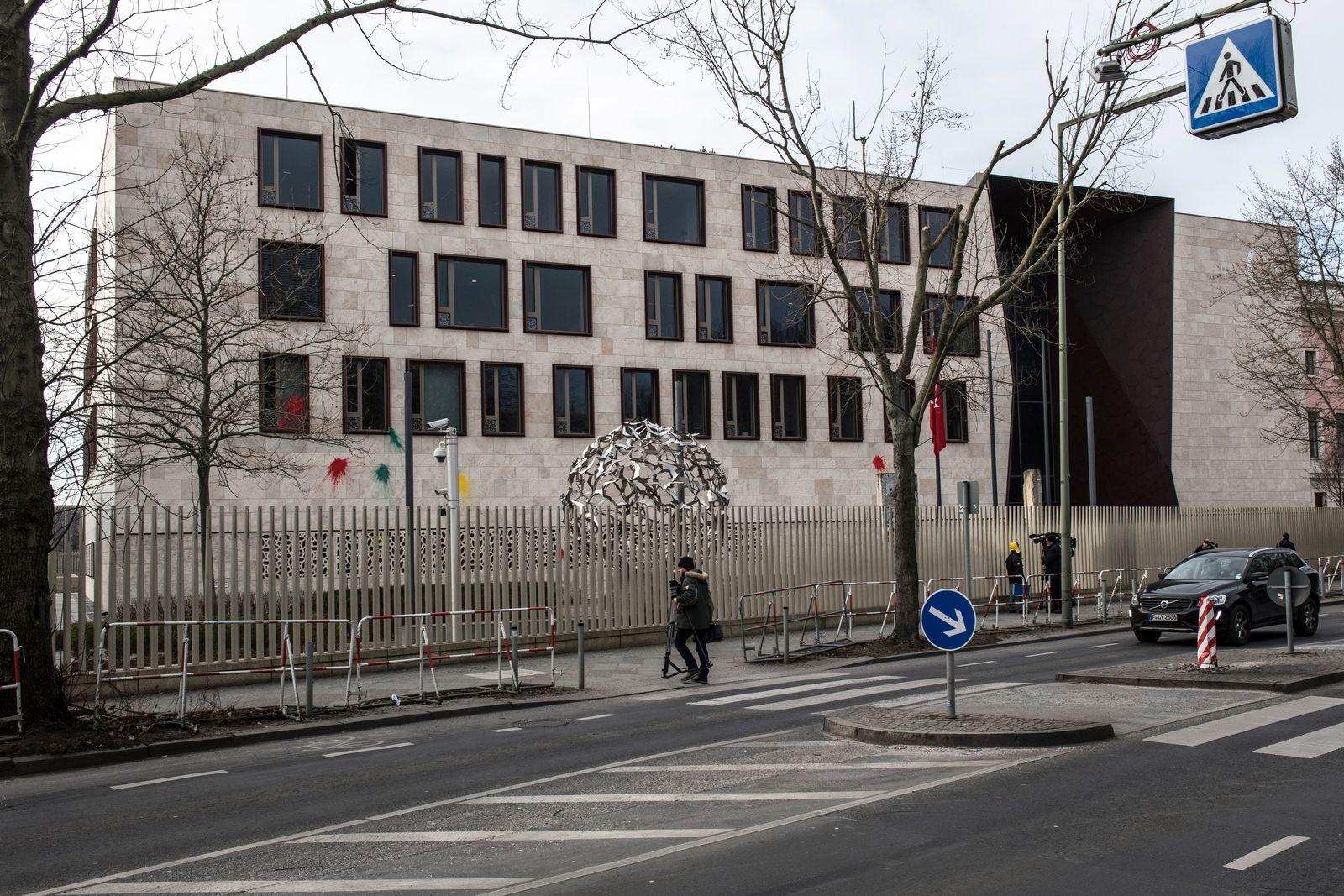 Farbbeutel-Attacken auf türkische Botschaft