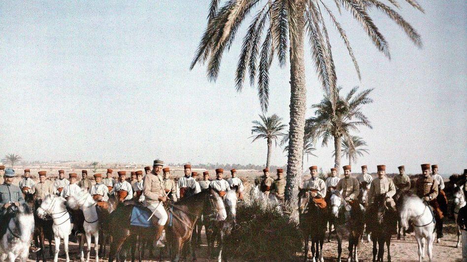 Französische Kavallerieeinheit 1916 in Zarzis, Tunesien