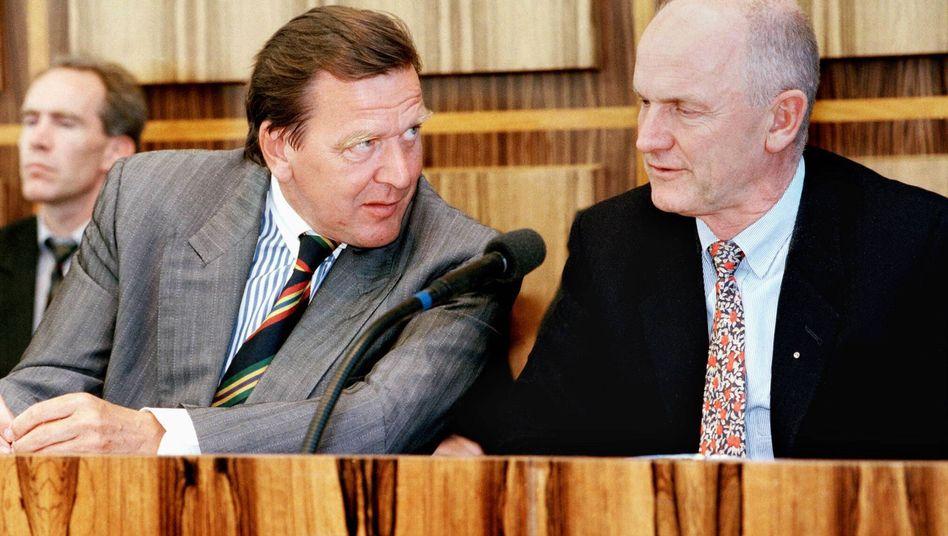 """Gerhard Schröder mit damaligem VW-Chef Ferdinand Piëch 1995: """"Das war falsch, was da passiert ist"""""""
