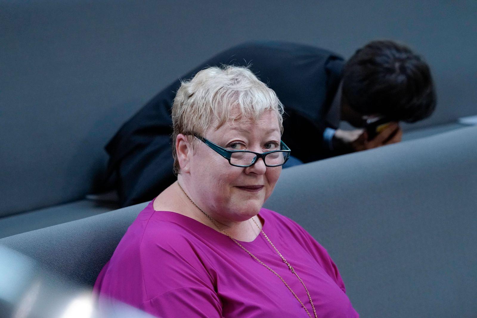 233. Bundestagssitzung Aktuell, 10.06.2021, Berlin, Evelyn Zupke im Portrait auf der Besuchertribuene zum Thema Wahl der