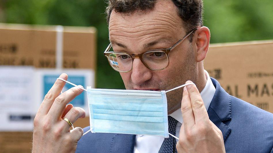 Bundesgesundheitsminister Jens Spahn (bei Übergabe einer Schutzmaskenspende)