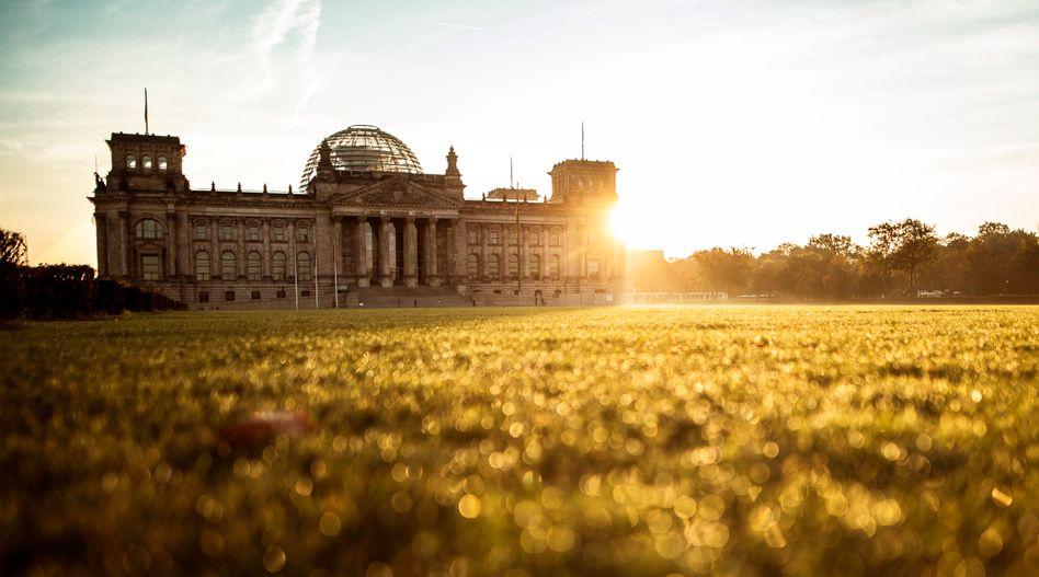 Reichstagsgebäude in Berlin: sonnig, aber frostig