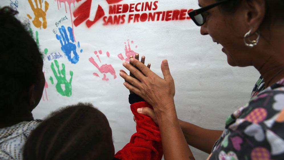 Ebola: Trauer in Westafrika